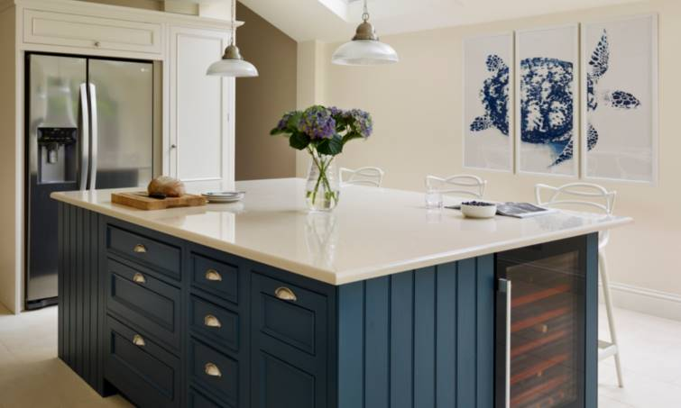 In order to add a traditional touch to the open-plan design our designer incorporated a Belfast sink and created an overmantel into which the stainless ... & Latest Projects Open-Plan Original Kitchen Design | Harvey Jones